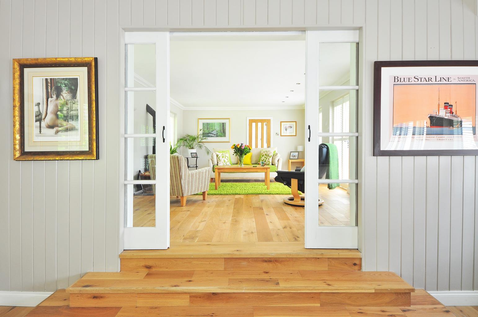 dvere, drevení podlaha