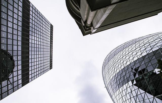 tři mrakodrapy