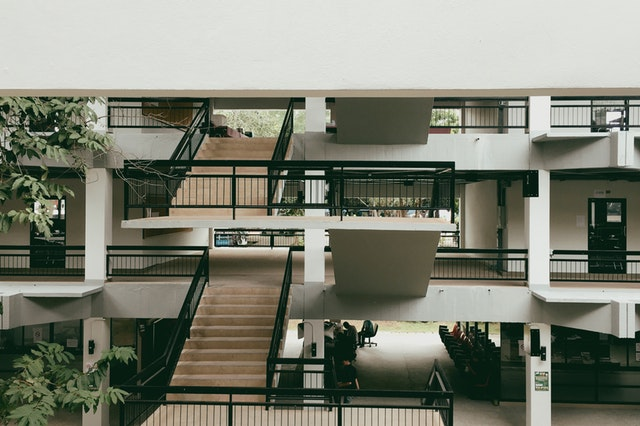 moderná otvorená stavba.jpg