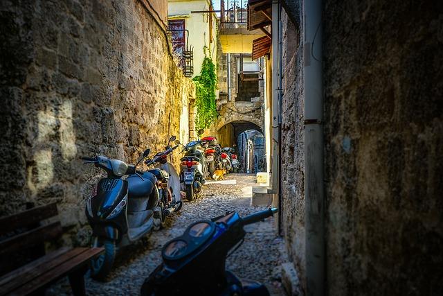 Malebná ulička na ostrove Rodos