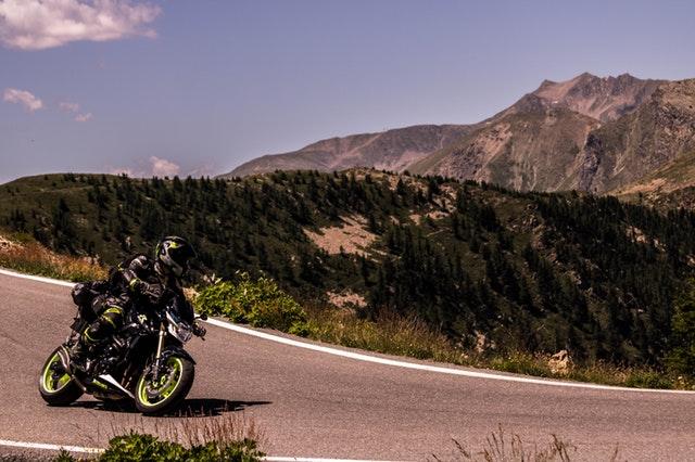 Jazda na motorke, hory, okolitá  príroda